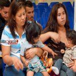 Melania y Laura Bush critican separación de familias migrantes