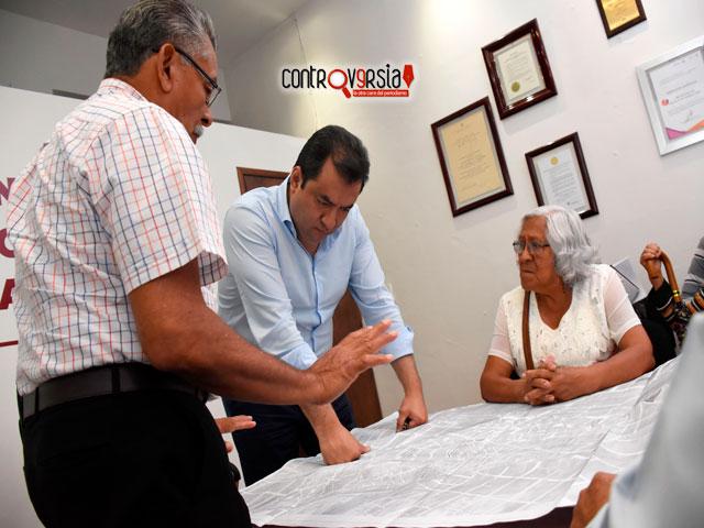 Brinda edil Oswaldo atención a 10 comités de vida vecinal