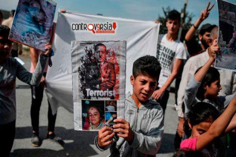 Civiles de Siria huyen del avance de las fuerzas turcas