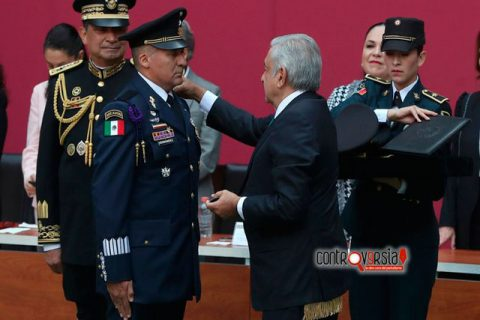 Proclama Sandoval lealtad militar al presidente AMLO