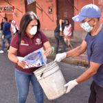 Se unen para limpiar calles adyacentes a mercados públicos
